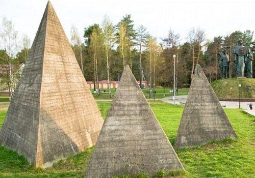 Russian Pyramids.jpg